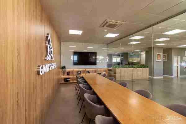 sala de reuniões em madeira